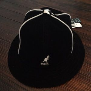 6713fd1bad7 Kangol Accessories - KANGOL track casual black velour hat